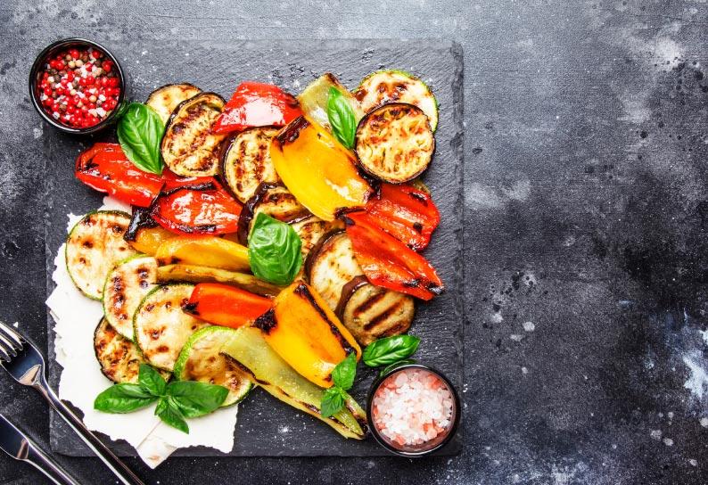 Grill-Gemüse mit Humus