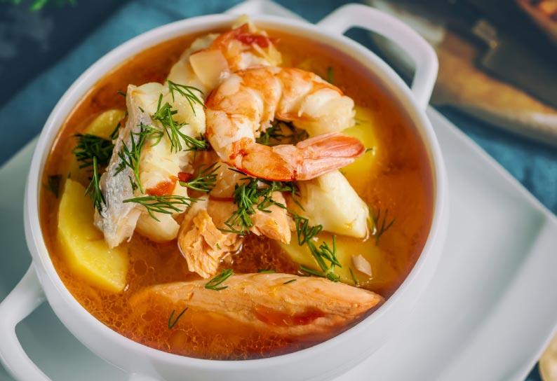Tomaten-Kokos-Suppe mit Garnelen
